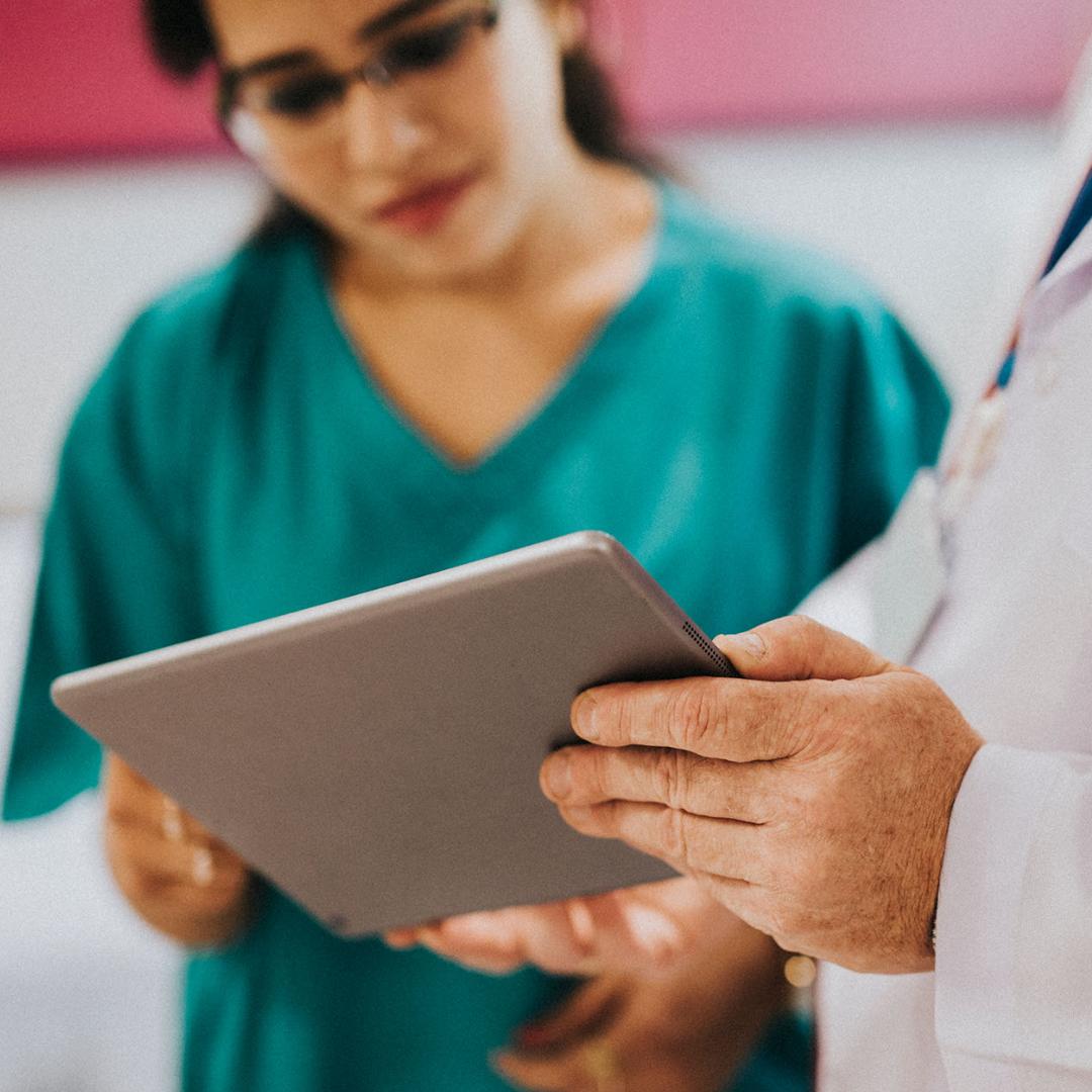 care providers using Cloudbreak Health Video Interpretation on tablet